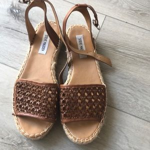 Great espadrilles sandals!